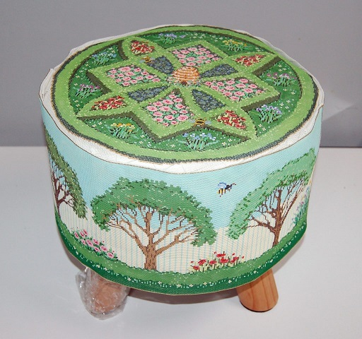 click here to view larger image of Bee's Garden Set (hand painted canvases)